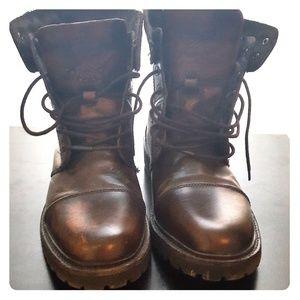 Kenneth Cole Reaction Men's Size 12 Cap toe boots.